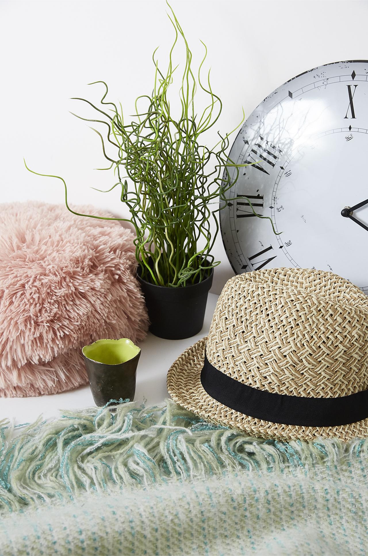 Sara hat and clock